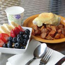 【セット予約でお得(A)】眺めが最高! 朝一番ダイヤモンドヘッド登頂&ハワイで愛される 地元に大人気ボガーツカフェで朝ごはん!