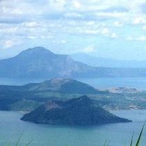 タガイタイ観光、世界最小の活火山「タール火山」見学