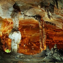 「ベトナムで5番目となる世界遺産アジア最古のカルスト地帯」フォンニャ洞窟1日ツアー(フエ発)
