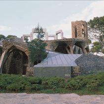 50周年記念 日本語ガイドと専用車で行く コロニアグエル教会とモンセラット 1日観光