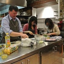 フードコーディネーター山口純子さんと行く 会員制の美食倶楽部で料理教室