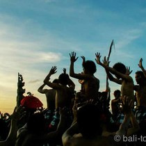 夕陽の名所ウルワツ寺院+ケチャダンス+ジンバランカフェツアー