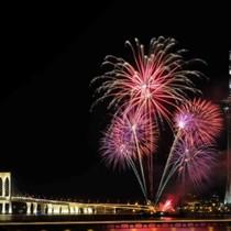 【期間限定】オープントップバスツアー  - 第29回マカオ国際花火コンテスト観賞コース