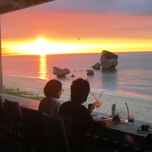 【本島 美ら海水族館近く】ビーチサイドで夕日や星空を見ながら、五感が満たされる...