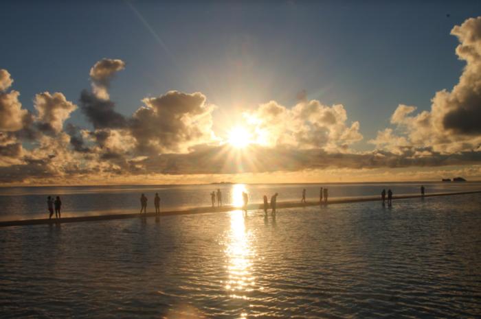 【7月〜8月限定】大人気、キャプテンブルース天国の海サンライズツアー!!サンドバーで観る朝日は神秘そのもの!!
