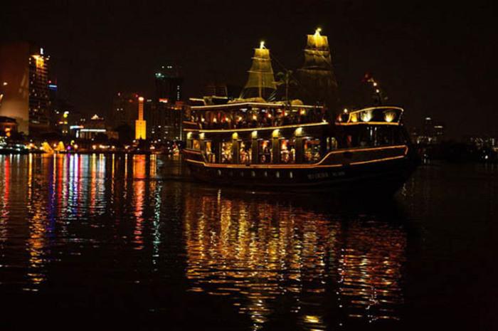 夜の定番 ホーチミンの夜景を楽しむ サイゴン川ディナークルーズ