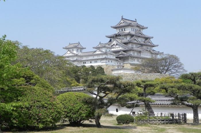 日本で最初に世界遺産に認定されて、天を舞う白鷺のように見える国宝「姫路城」、別名「白鷺城」 ! 書寫山山頂付近の園教寺と麓を結ぶ書寫山ロープウェイ往復付き !日本で最初に世界遺産に認定されて、天を舞う白鷺のように見える国宝「姫路城」、別名「白鷺城」 ! 書寫山山頂付近の園教寺と麓を結ぶ書寫山ロープウェイ往復付き !