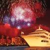 スターオブホノルル号の船上で花火を見なが...の写真