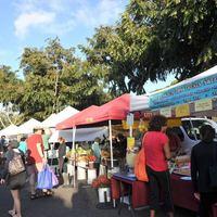 ハワイ最大KCCファーマーズマーケットと...の写真