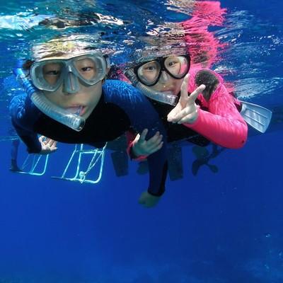 沖縄の青の洞窟をシュノーケリングで探検 ...の写真