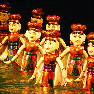 伝統芸能水上人形劇観賞とベトナム料理の夕...の写真