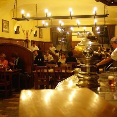 プラハの夜はビヤホールで乾杯の写真