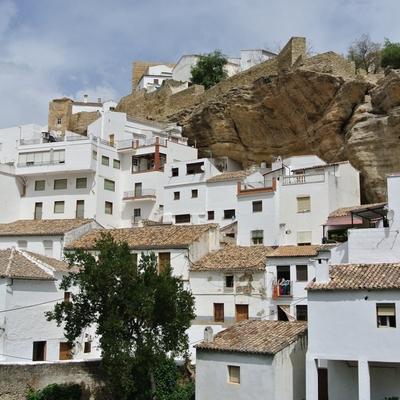 専用車で 奇岩の白い村セテニルとロンダ、...の写真