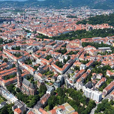 世界遺産に登録されたセピア色の美しい旧市...の写真