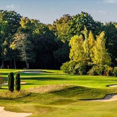 専用車で行く パリ近郊ゴルフの写真