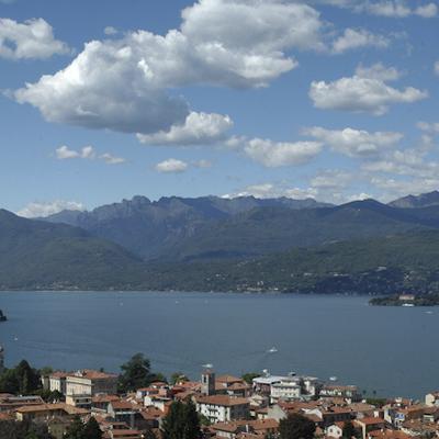 専用車で行くマッジョーレ湖とオルタ湖1日...の写真