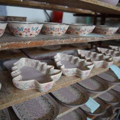 可愛いらしいポーランド陶器で大人気の街ボ...の写真