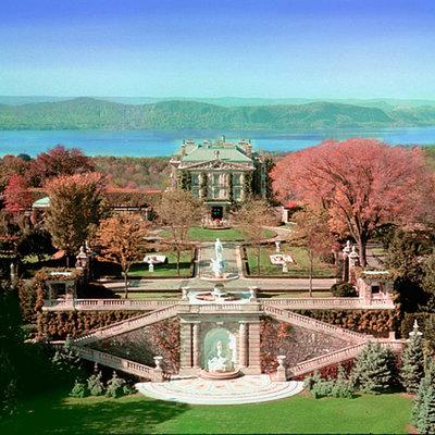 世界一の富豪邸宅とシャガールのユニオン教...の写真