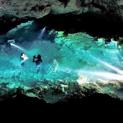 神秘の洞窟パガットケーブを探検!! 絶景...の写真