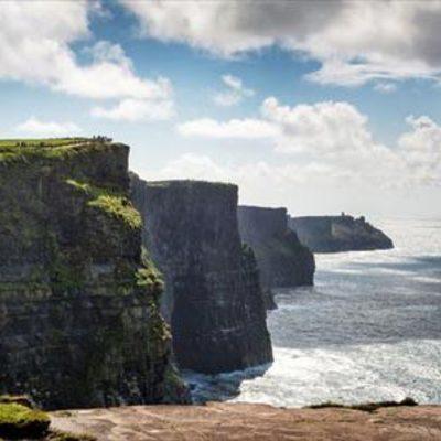 ダブリンから行こう!モハーの断崖、ボンラ...の写真