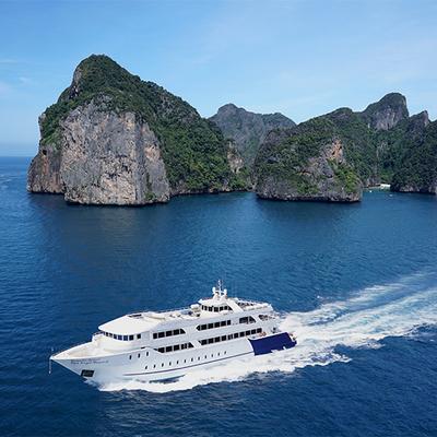 ピピ島ツアー 大型船利用 英語ガイドの写真
