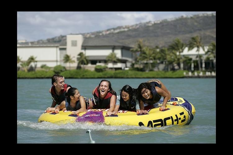 バンパーチューブ体験 ハワイカイの海に落...の写真