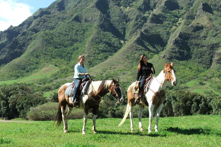 オプショナルツアー「[2020年4月1日から] 乗馬 アドベンチャー ( 乗馬 + 映画ロケ地ツアー + テイストオブクアロアツアー )」の写真