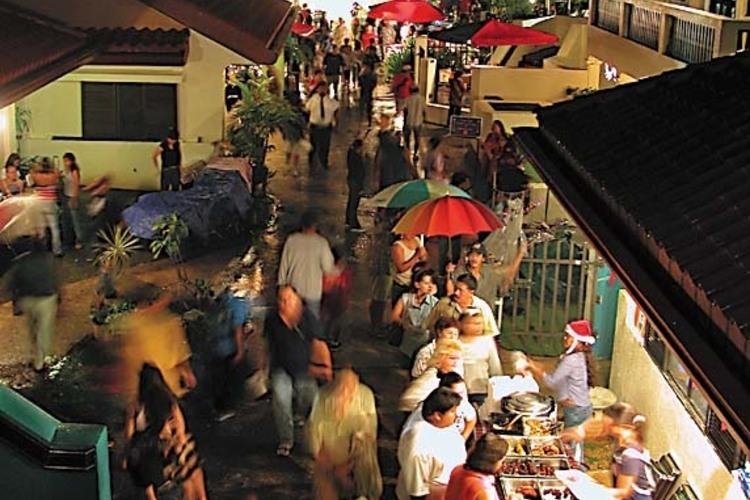 魅惑のナイトマーケット『チャモロビレッジ...の写真