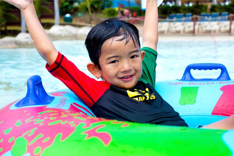 ハワイのプールで1日遊べる ウェット・ア...の写真