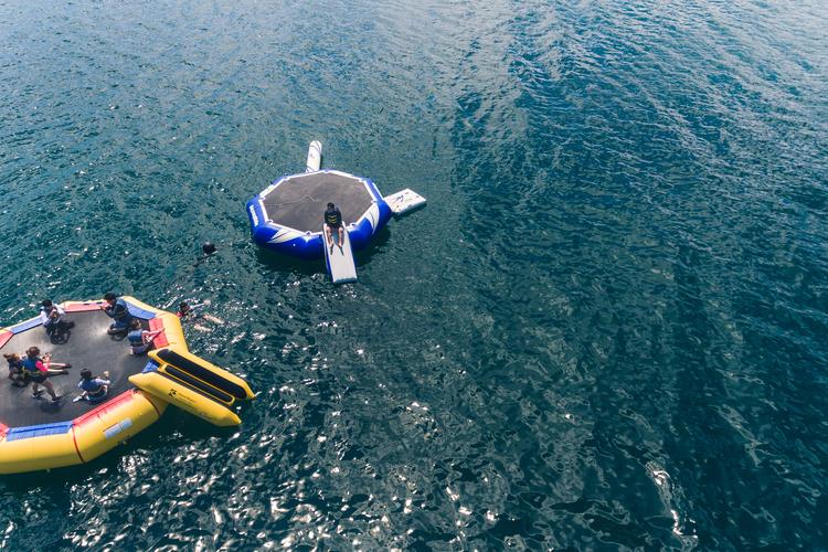 カネオヘ湾サンドバーを一日中8種類ものマ...の写真