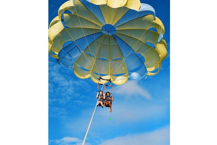 ハワイカイの海を上空から 安定感のある2...の写真