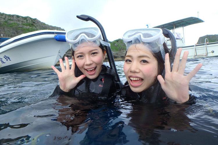 沖縄で青の洞窟シュノーケル体験! ボート...の写真
