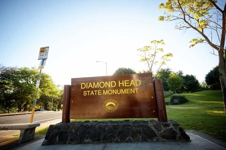 ダイヤモンドヘッド登頂 早朝ハイキングと...の写真