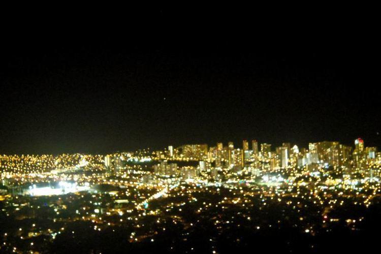 オアフ島の夜景スポット タンタラスの丘で...の写真