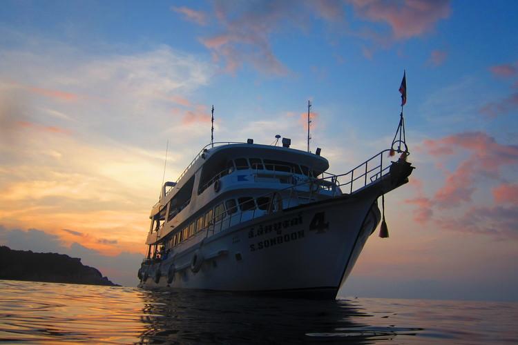 大充実のダイビングツアー! シミラン諸島...の写真