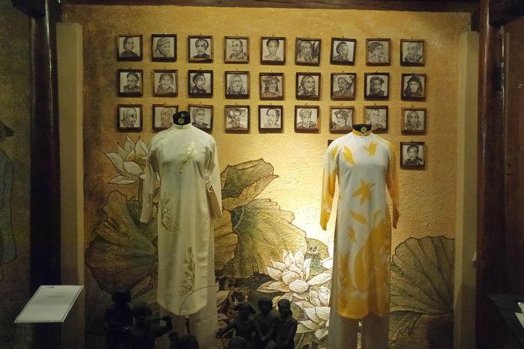 アオザイ博物館 + タンディン教会 + ...の写真