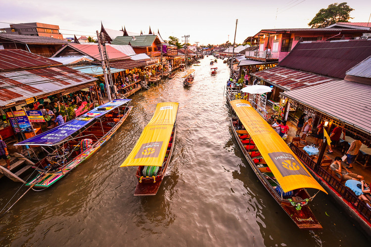オプショナルツアー「メークロン傘たたみ市場とアンパワーナイトクルーズ (バンコク発)」の写真