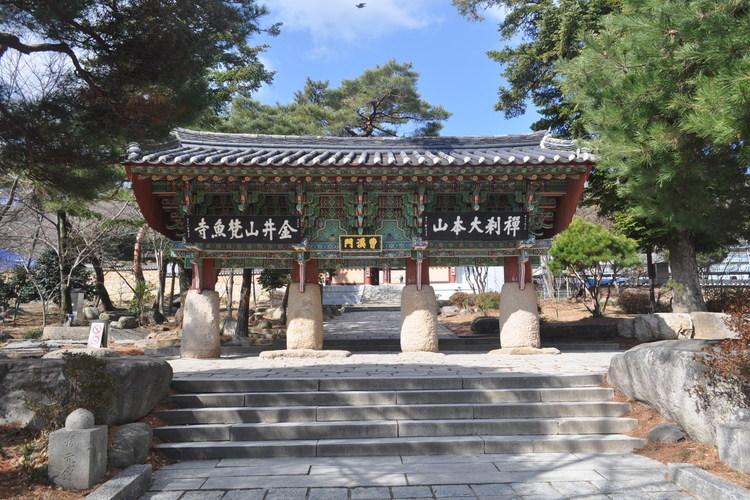 千年古刹「金井山 梵魚寺」 + 海雲台ビ...の写真