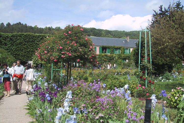 『睡蓮』で有名なモネの家と可愛いジベルニ...の写真