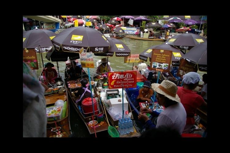 メークロン傘たたみ市場とアンパワーナイト...の写真