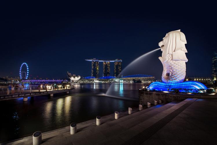 煌めき! シンガポールの夜景と2階建てオ...の写真