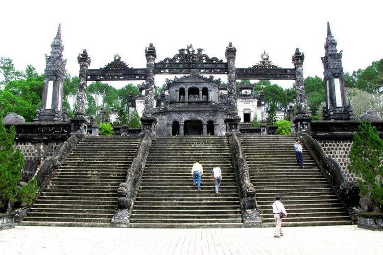 「カイディン帝廟・トゥドゥック帝廟など」...の写真