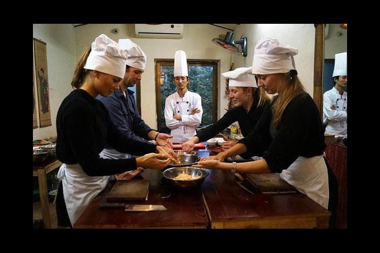 ハノイ旧市街のカフェで料理教室ツアー [...の写真