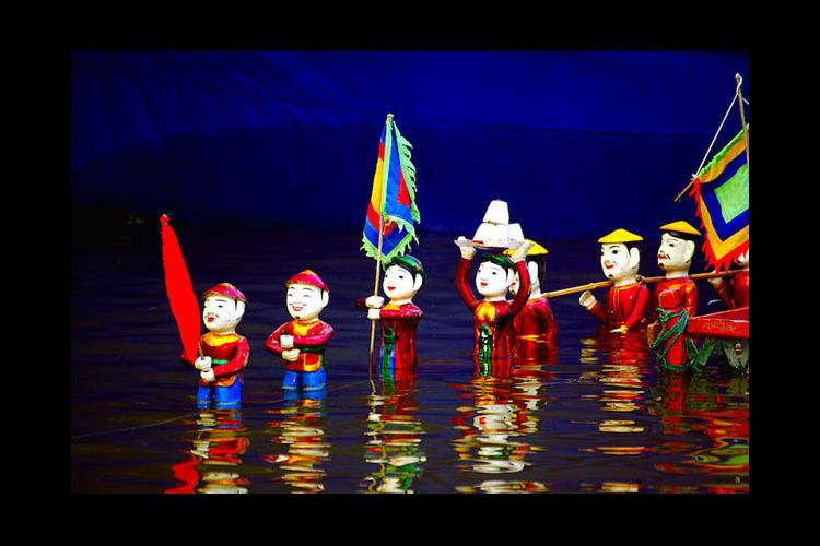 「ベトナムの伝統演劇」タンロン水上人形劇...の写真