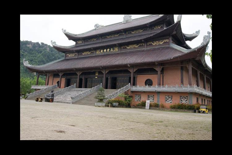 「超巨大仏教寺院」バイディン寺 + チャ...の写真