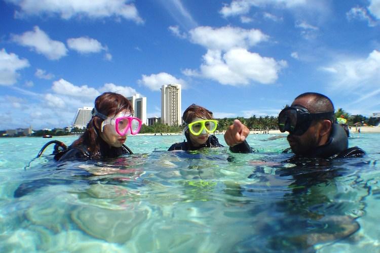 体験ダイビングで初めての海中探検!! b...の写真