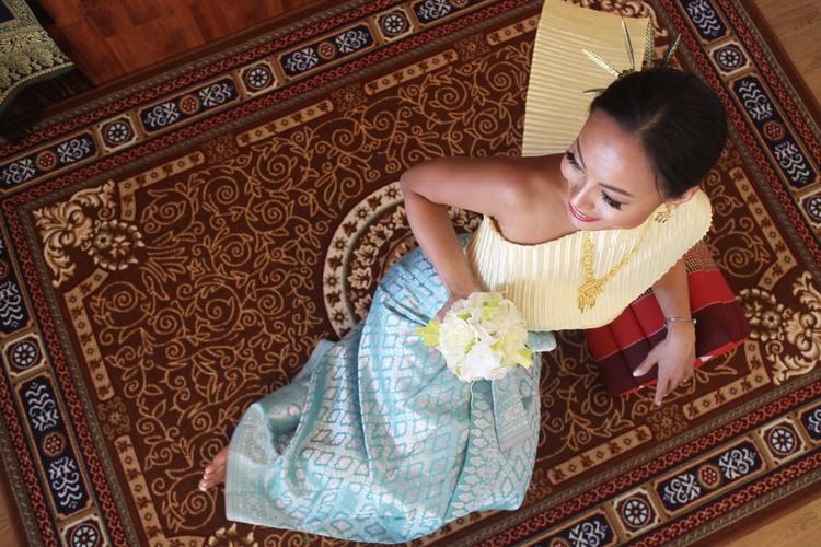 タイ伝統衣装着用。人気観光スポットで写真...の写真