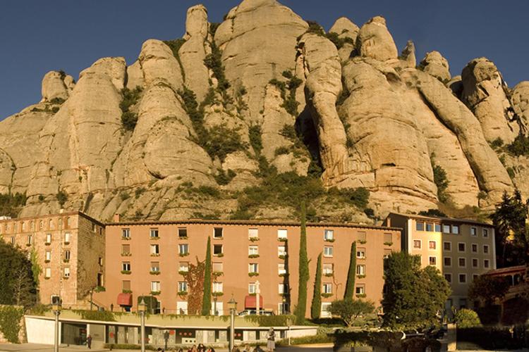 1泊2日 宿泊付き モンセラット午後観光の写真