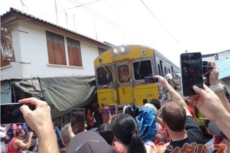これぞタイの名場面 ローカル列車乗車付 ...の写真