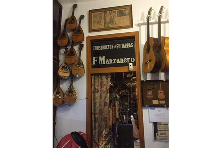 スパニッシュ・ギター工房見学の写真